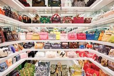 Kylie Jenner's closet for Architectural Digest. Jenner's handbag closet features white lacquer shelving. Kylie Jenner Casa, Bag Closet, Shoe Closet, Decoration Chic, Celebrity Closets, Celebrity Style, Celebrity Houses, Walk In Wardrobe, Glam Room