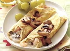 Savory Shrimp Crepes Thin crepes filled with seasoned shrimp and mushrooms create a delightfully special luncheon entree. Crepes Filling, Savory Crepes, Breakfast Recipes, Mexican Breakfast, Pancake Recipes, Breakfast Sandwiches, Breakfast Pizza, Waffle Recipes, Pancake