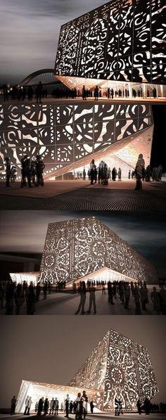 Exhibición en Polish Pavilion El elemento principal que define el espacio en el pabellón es una pared interna con una geometría compleja se asemeja a una pieza arrugada de papel.