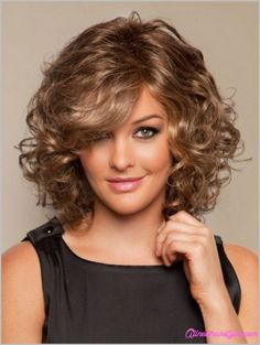 Lovely 40+ Awesome Women Hairstyles For Round Faces Ideas That You Will Look More Beautiful https://www.tukuoke.com/40-awesome-women-hairstyles-for-round-faces-ideas-that-you-will-look-more-beautiful-7659