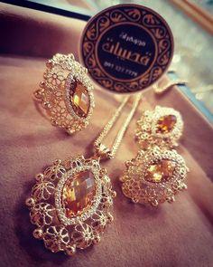 Stone Jewelry, Pendant Jewelry, Jewelry Art, Diamond Jewelry, Antique Jewelry, Gold Jewelry, Jewelery, Jewelry Design, Gold Pendent