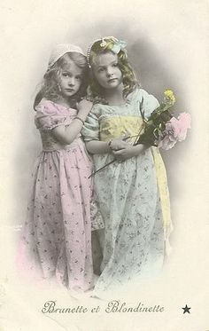 Sweet pastel hand tinting helps bring extra depth to this beautiful Edwardian image of two sisters. #portrait #Edwardian #1900s #sister #pink #spring #vintage