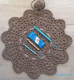 Anneke's T-doily mats
