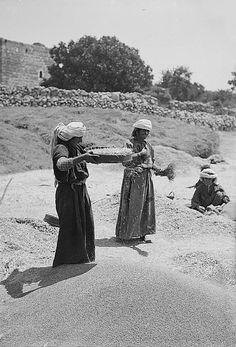 Ramallah-رام الله: RAMALLAH - Palestinian women of the Ramallah district sieving wheat, early 20th. c.