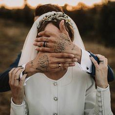 Descubramos juntos todas las sorpresas que nos depara el camino   WP @martinasecasa  Vestido @fernandoclarocouture  Tiara @aniburech  Zapatos @ysl  Flores @cartamoflores  Muah @oui_novias  Traje @derby1951  Vídeo @cayuelavideos  Lugar @hacienda_los_angeles - #weddinginspiration #bohowedding #weddingdress #aniburech #fernandoclarocostura #bodasevilla #tattoowedding