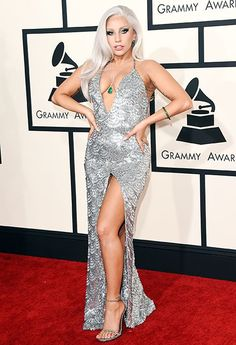 Top 5 looks maravilhosos do red carpet: Lady Gaga - Guita Moda Images Lady Gaga, Lady Gaga Pictures, Lady Gaga Fashion, Big Fashion, Lady Gaga Grammy, Fotos Lady Gaga, Jennifer Lopez, Rihanna, Divas