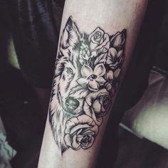 Wolf Tattoo flowers