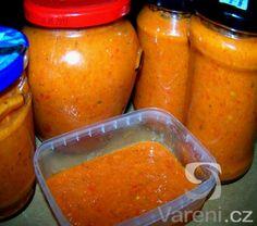 Směs rozmělněných paprik, cibule a dalších ingrediencí je použitelná jako samotná příloha k různým vařeným, pečeným a hlavně grilovaným masům, hodí se také do gulášů a popřípadě na těstoviny. Recept je jednoduchý.