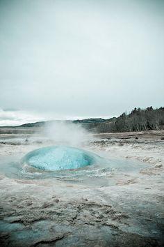 神話の国・アイスランド「ストロックル間欠泉」の写真がまさに地球力 Thomas G.:DDN JAPAN