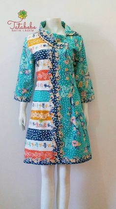 Cute shift dress, perfect for a cruise. Blouse Batik, Batik Dress, African Wear, African Dress, Kurta Designs, Blouse Designs, African Fashion Dresses, Fashion Outfits, Emo Outfits