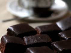 A süti, aminek MINDIG elkérik a receptjét: csokis-diós kocka Minion, Candy, Chocolate, Breakfast, Dios, Morning Coffee, Minions, Chocolates, Sweets