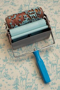 Patterned Paint Rollers, Paint Rollers With Designs, Paint Designs, Classic Wallpaper, Do It Yourself Inspiration, Creative Inspiration, Tampons, Painting Tips, Painting Walls