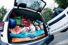 キャンプの持ち物リストまとめ。初心者必見の必需品からおすすめ、あると便利なものまで50点紹介します!忘れ物をしないためにも持ち物リストをしっかり確認してキャンプの準備を。そしたらあとは、思いっきりキャンプを楽しむだけ! Baby Car Seats, Baby Strollers, Camping, Children, Sports, Outdoors, Baby Prams, Campsite, Young Children