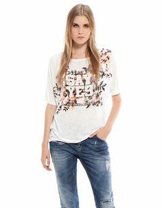 Bershka Colombia - Camiseta Bershka detalle flores