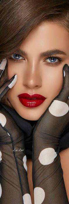 Beautiful Lips, Stunningly Beautiful, Hello Gorgeous, Perfect Red Lips, Dots Fashion, Black White Fashion, Fashion Beauty, Fashion Tips, Amazing Women