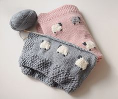 this sheep pattern for babies is so sweet! Photos by fieldguided, pattern in Precious Knit Blankies for Baby by Jean Adel this sheep pattern for babies is so sweet! Photos by fieldguided, pattern in Precious Knit Blankies for Baby by Jean Adel Baby Knitting Patterns, Knitting For Kids, Baby Patterns, Crochet Patterns, Start Knitting, Yarn Projects, Knitting Projects, Crochet Projects, Manta Crochet