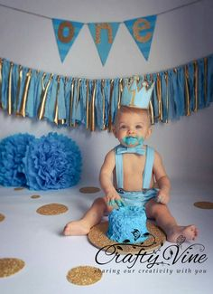 Boys Cake Smash Outfit in White and Light Blue by CraftyVine at Etsy . - Baby - first birthday cake-Erster Geburtstagskuchen Boys 1st Birthday Cake, 1st Birthday Photoshoot, 1st Birthday Pictures, 1st Birthday Outfit Boy, Birthday Ideas, Birthday Gifts, Cake Smash Outfit Boy, Baby Cake Smash, Baby Boy Cakes