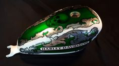 Aerografia Serbatoio harley davidson tank made with candy color ,pin up , silver leaf and pastel color . Custom Airbrushing, Candy Colors, Pastel Colors, Football Helmets, Harley Davidson, Custom Design, Pin Up, Skull, Silver