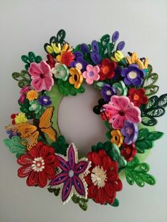 HOBY Quilling Quilling school facebook page. Nihal Çetin . Pine Cone Art, Pine Cones, Wood Crafts, Paper Crafts, Paper Quilling, Natural Wood, Wood Projects, Floral Wreath, Wreaths