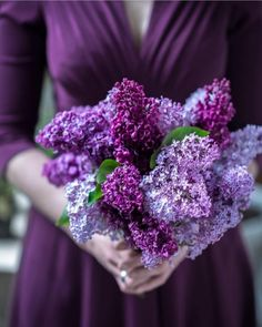 37 ideas for wedding bouquets purple ana rosa Girls With Flowers, Lilac Flowers, Love Flowers, Colorful Flowers, Beautiful Flowers, Purple Love, All Things Purple, Shades Of Purple, Purple Dress