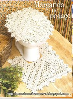 Tina's handicraft : set rugs for bathroom Crochet Mat, Crochet Home, Filet Crochet, Irish Crochet, Crochet Crafts, Crochet Doilies, Crochet Flowers, Crochet Projects, Granny Square Crochet Pattern