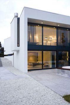 Volcanic stone wall hides doorway into house by PK Arkitektar (PK Architects - Iceland) Architecture Résidentielle, Minimalist Architecture, Contemporary Architecture, Design Exterior, Modern Exterior, Exterior Houses, Door Design, Modern House Design, Reykjavik Iceland