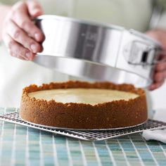 New York-Style Cheesecake Achieve ultra-creamy cheesecake with this ultimate dessert recipe. The chocolate version makes it decadently delicious. Just Desserts, Delicious Desserts, Yummy Food, Dessert Healthy, Cake Cookies, Cupcake Cakes, Cheesecake Recipes, Dessert Recipes, Cheesecake Crust