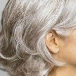 Grey hair dye has become a trend today. Old and young people from both sexes have used grey hair dye to improve or change their hair colour. Grey Hair Dye for Older Men and Women Grey hair dye was originally used by older men and women. Pelo Color Gris, Pelo Color Plata, Grey Hair Dye, Dyed Hair, White Hair, Grey Hair Home Remedies, Grey Hair Looks, Premature Grey Hair, Essential Oils For Hair