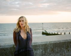 Kate Winslet in a photo shoot for Violet Magazine, by Tom Craig English Actresses, Actors & Actresses, Kate Winslet Images, British Academy Film Awards, Star Wars, Gillian Anderson, Hollywood Celebrities, Female Celebrities, Leonardo Dicaprio