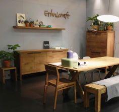 Ethnicraft präsentiert massive Holzmöbel auf der Kölner Möbelmesse imm cologne 2014. Die belgische Marke überzeugt in massiver Eiche und Teak – ob als Tisch & stuhl Kombination oder Sideboard. Holen Sie sich die Naur ins Haus: http://www.ikarus.de/designer/ethnicraft.html