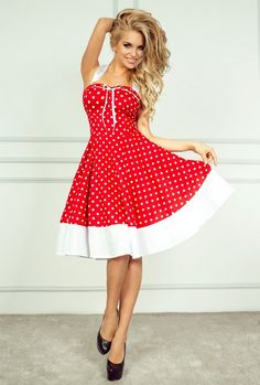 Czerwona rozkloszowana sukienka ozdobiona białą kokardką