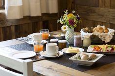 Almfrühstück mit regionalen Produkten // Traditional breakfast with regional products Table Settings, Regional, Chalets, Pony Rides, Place Settings, Tablescapes