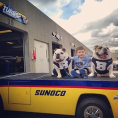 "Had to stop by the @PantherRacing garage so Master Everett could see the Sunoco car from ""Turbo."" #indy500orbus"
