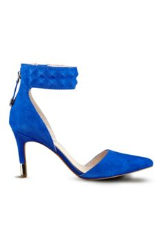 Evanne Pointed-Toe Pumps | GUESS.com