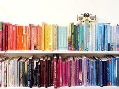 Styling für's Bücherregal: In 5 Schritten zum #rainbowbookshelf