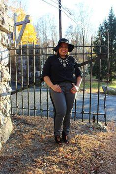 two tone pants. Plus size fashion blogger. Women's plus size fashion. Fashion for the curvy woman.