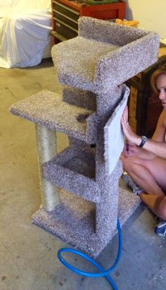 DIY - Kitty Scratching Post and Bed More