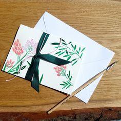 Die Karte ist mit Aquarellfarben gemalt #aquarell #karte #geburtstagskarte #blumen Playing Cards, Instagram, Pictures, Watercolor Map, Invitations, Flowers, Creative, Game Cards