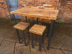 Hermosa mesa hecha a mano, hecho de madera reciclada y 50x25mm resistente acero TABLA solo-taburetes pueden adquirirse por separado a partir de £69 • La tapa se hace de 2 ½ gruesa madera maciza • La madera en la foto está acabada en aceite - otras opciones están disponibles