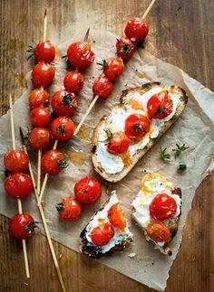 Pane toscano, pomodorini, certosa #bio e un filo d'olio extra-vergine di oliva: bruschette, secondo #natura. http://www.ecomarket.eu/prodotti-bio/latte-latticini/latte-bio.html