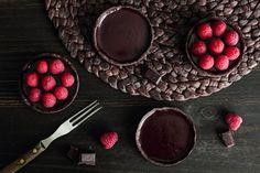 berries and chocolate Chocolate And Raspberry Tart, Raspberry Desserts, Raspberry Tarts, Just Desserts, Dessert Recipes, Flourless Chocolate Cakes, Chocolate Recipes, Chocolate Meringue, Chocolate Tarts