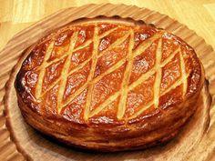 Galette des rois sans gluten ! INGRÉDIENTS 300 g de farine sans gluten 125 g de beurre ramolli 2 c.à soupe bombées de crème fraiche 1 oeuf 1 pincée de …