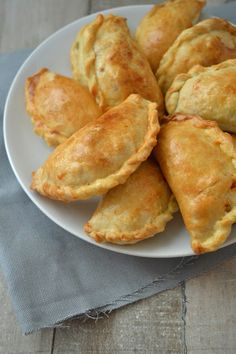 Empanadas Recipe – Useful Articles Tapas Recipes, Snack Recipes, Cooking Recipes, Healthy Recipes, Empanadas Recipe, Tapenade, Latin Food, Indonesian Food, International Recipes