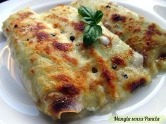 Un ripieno classico di ricotta e spinaci per queste crespelle leggere e gustose, ideali per il pranzo della domenica o delle feste