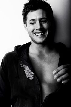 Jensen Ackles. Stop, just stop. I can't take it. The injustice of not being able to touch him kills me. So stop. ha Brooch, Smile, White Man, Face, Supernatural, My Heart, Smiling Faces, Occult, Faces
