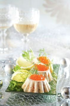 Lohijäädykkeet - salmon sorbets with roe Wine Recipes, Seafood Recipes, Hygge, 300 Calorie Lunches, Finnish Recipes, Xmas Dinner, 300 Calories, Christmas Kitchen, Fish Dishes