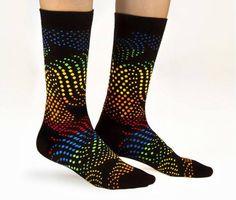 Consejos básicos a la hora de elegir tus calcetines. ¿Cansado de usar siempre calcetines lisos monocromáticos? ¿quieres empezar a usar calcetines de colores sin caer en la exageración? http://www.varelaintimo.com/noticias/