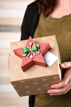 Make your gifts extra special by topping them with an adorable star box from the Many Merry Stars kit from Stampin' Up!