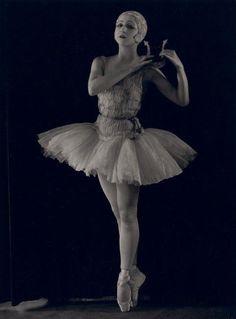 Vintage ballet: ballerina Alexandra Danilova in Apollo Musagète  1928.