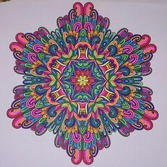 Mijn allereerste ingekleurde mandala!. Ingekleurd met Stabilo 68'. Uit Het enige echte mandala kleurboek